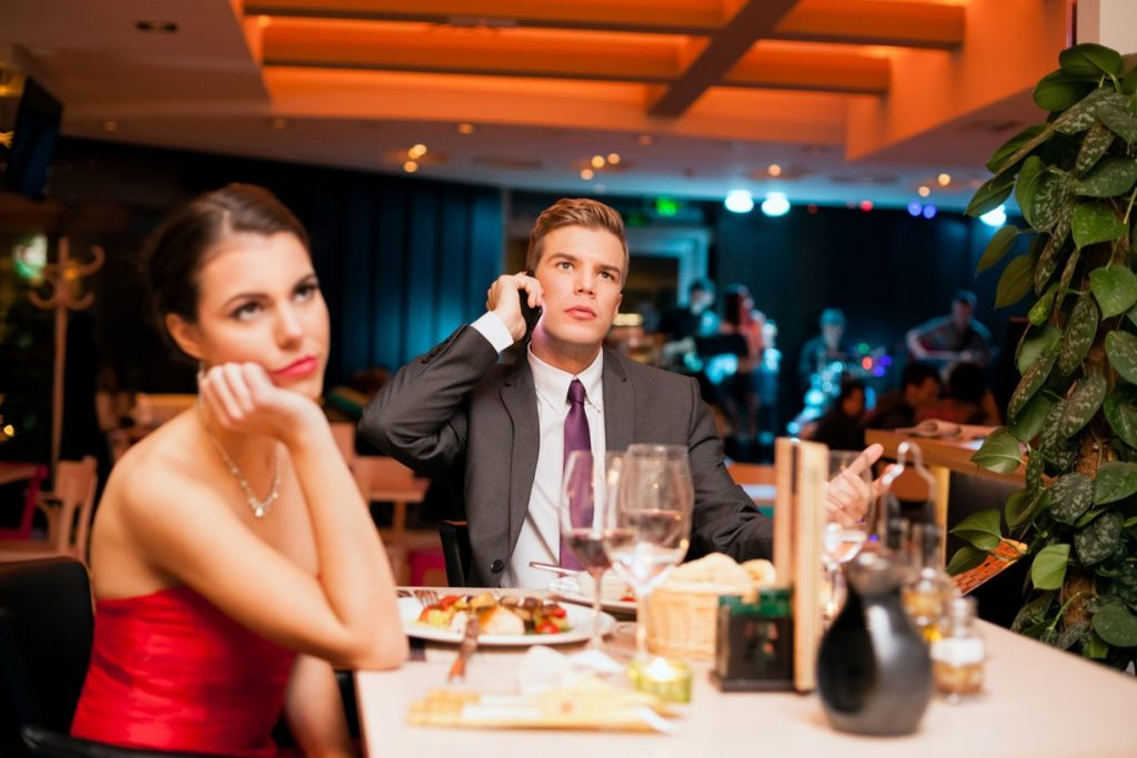 Some typical mistakes that should not be made at the first date by a man